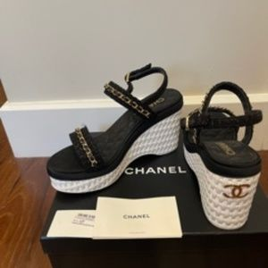 NWT!! 2021 CHANEL Gold Chain Black Tweed -wedge shoes - 38.5